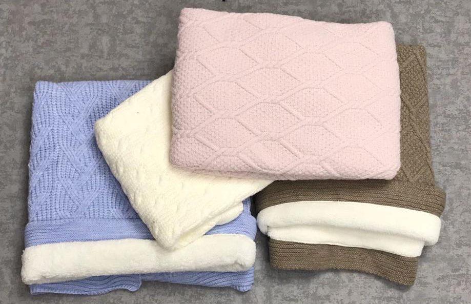 Одеяло вязаное, махровое (1м х 1м)